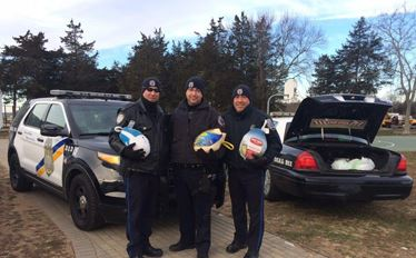 Police-turkeys-for-food-pantry